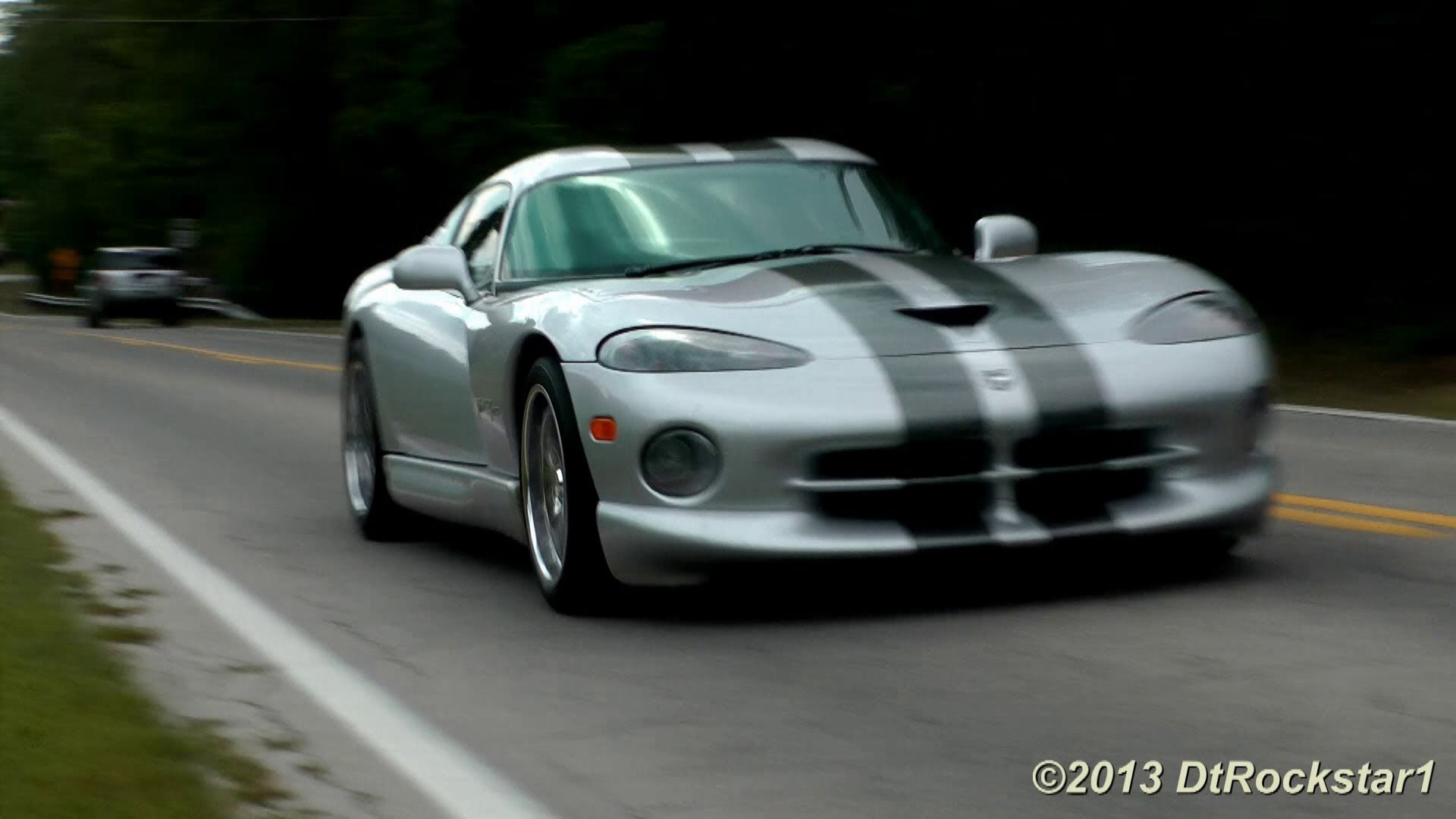 Crazy Loud Viper Reminds Us What The American Muscle Is All About