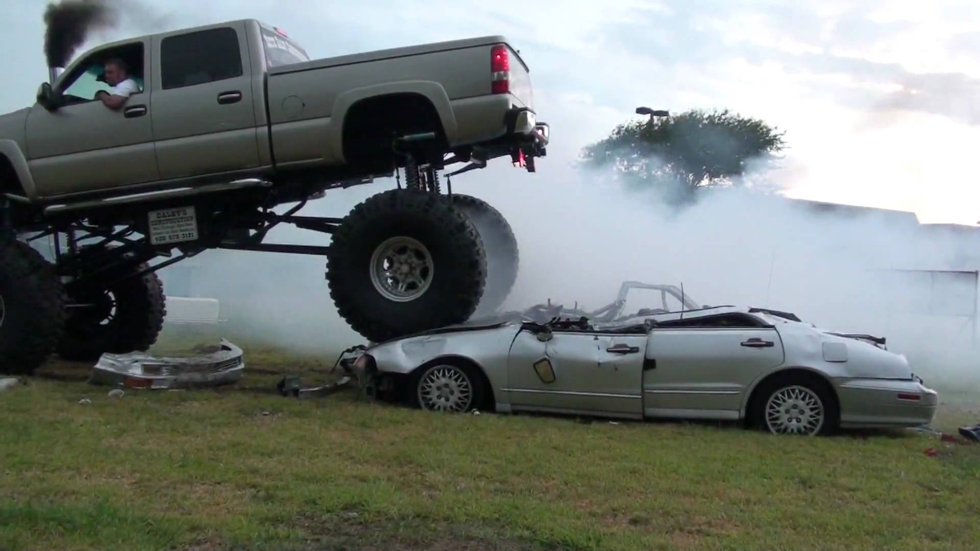 Ton Chevy Duramax Diesel Epic Burnout On Two Cars - Cool cars doing burnouts