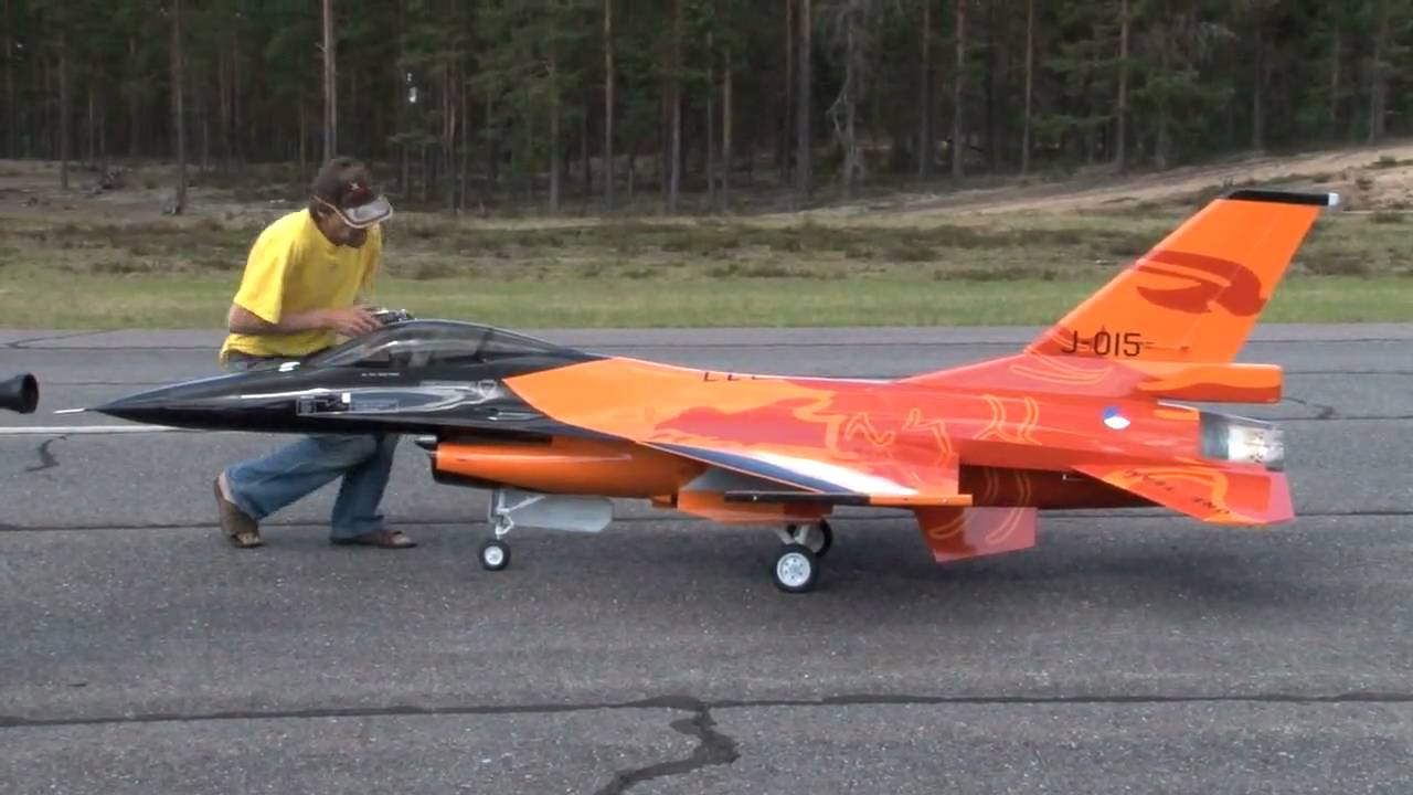 Check Out This Awesome 1 4 Scale Model Rc Of The Jet F 16