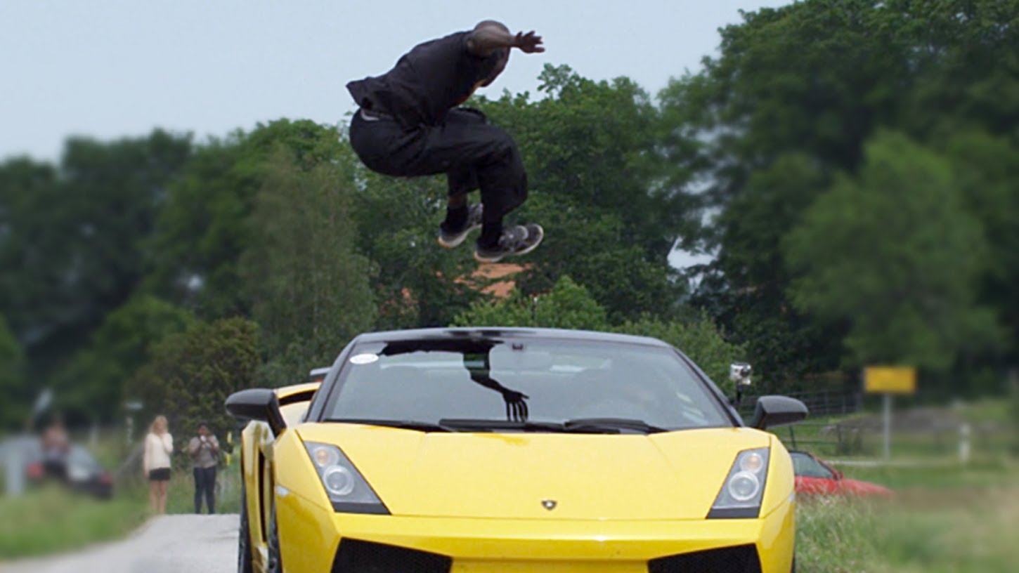 Dude Jumps Over A Speeding Lambo In 130 Km H 80 77 Mph