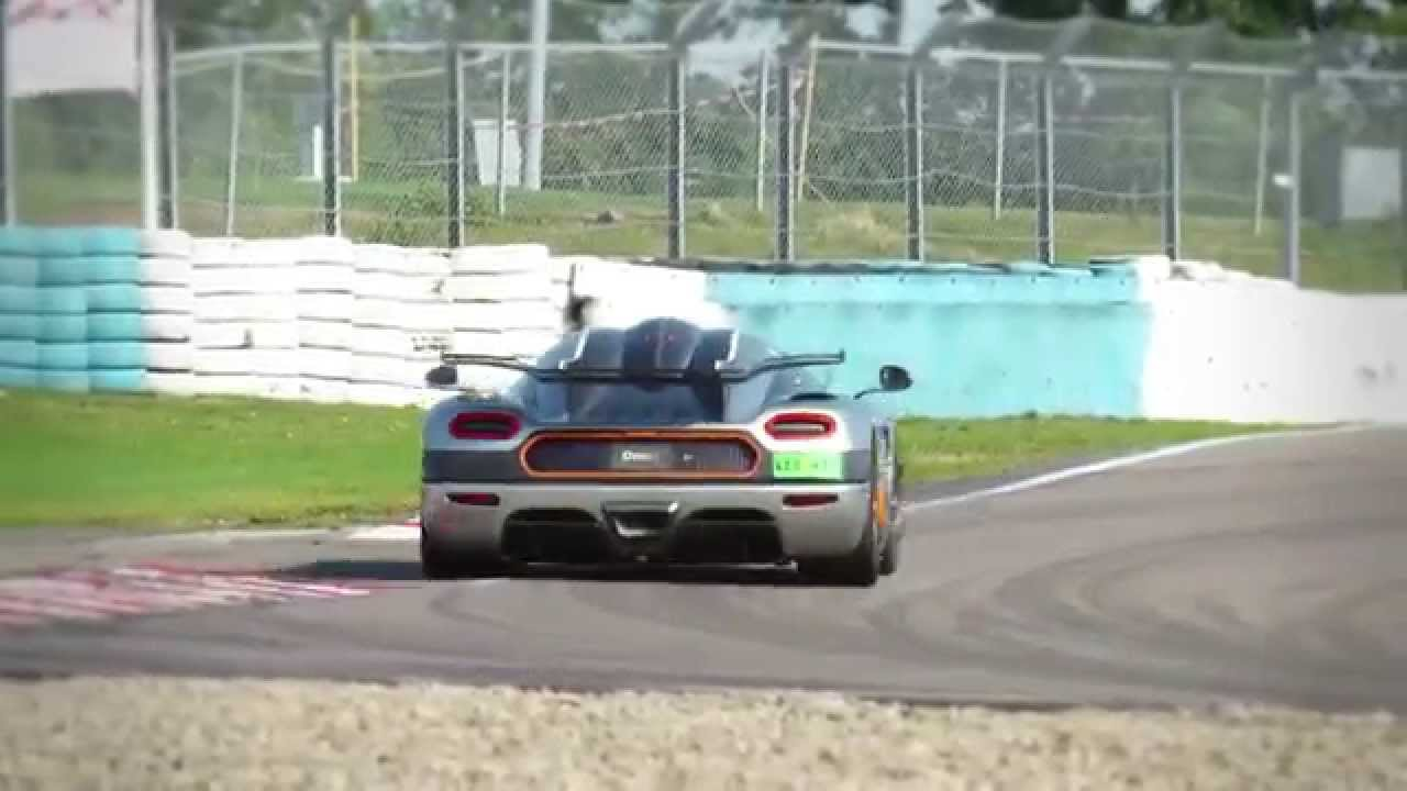 Koenigsegg One:1 Is Probably One Of The Best Cars Ever Made!