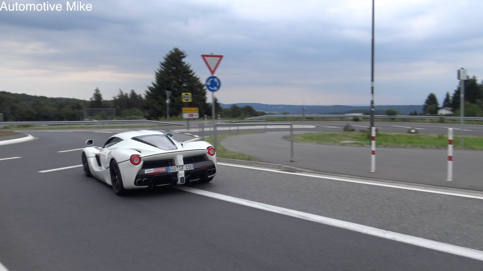 The Powerful LaFerrari Performs An INCREDIBLE Power Slide On The Streets Of Vienna!