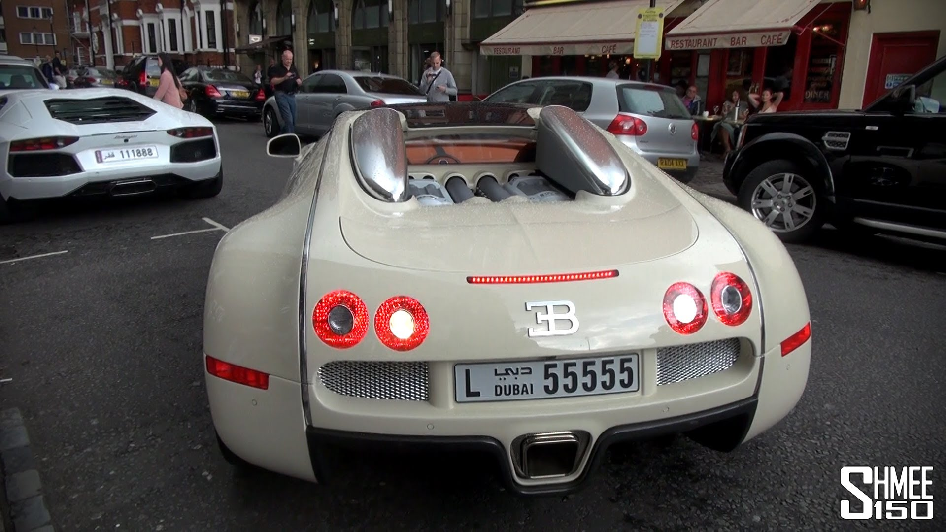 Rich Dude Abandons His Bugatti Veyron In London Street