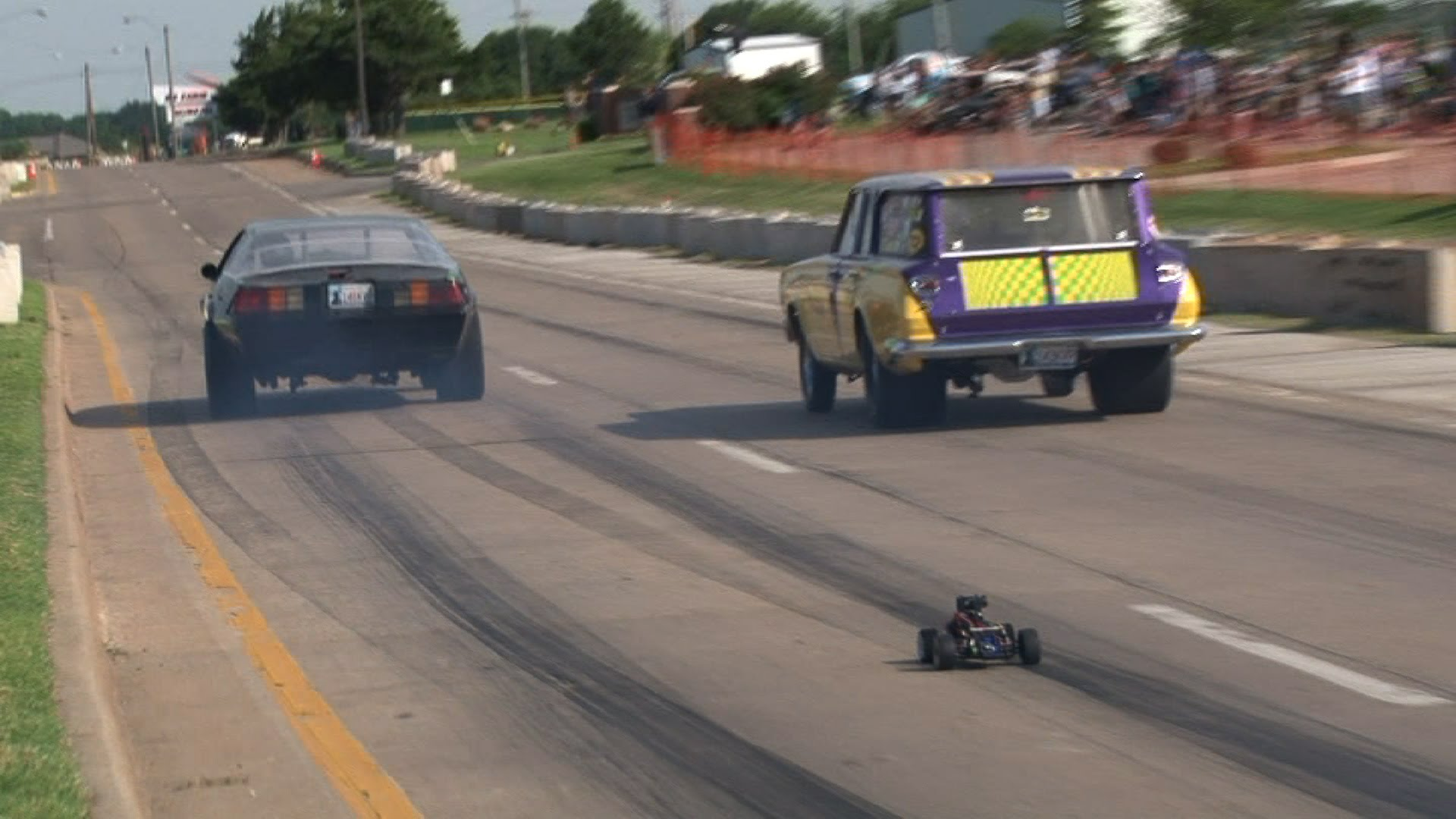Awesome RC Chase Car On A Drag Strip Acts Faster Than Many True ...