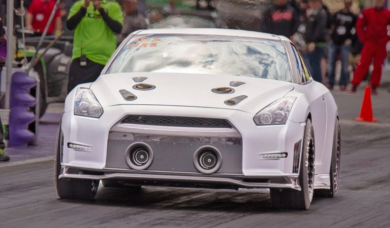 wild nissan gt r sets a u s record with 196 mph. Black Bedroom Furniture Sets. Home Design Ideas